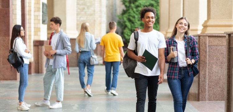 investir-residence-étudiante-marche-porteur