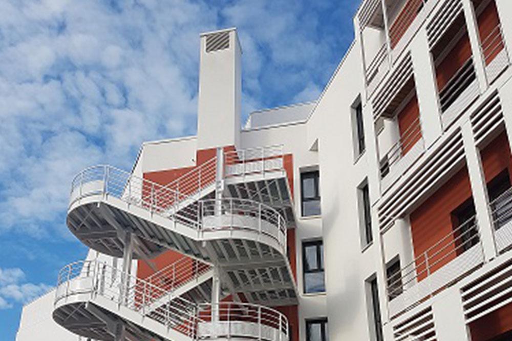 Lyon Staycity escalier sur cour-web